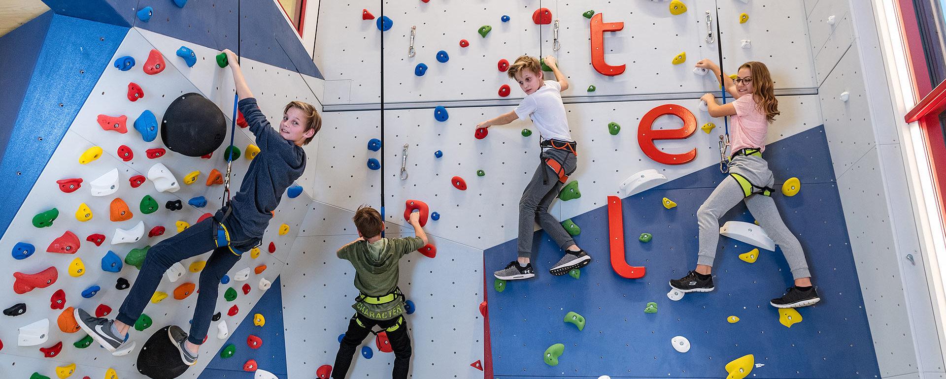 Kletterwand in der Kinder-Erlebniswelt, Familienurlaub in Salzburg